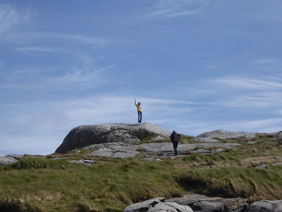South Uist, UK: 2 tourists opposite the West Kilbride Cafe, they took a photo of us, and I took this shot of the