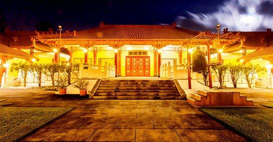 Priestdale, Australien: Temple at night