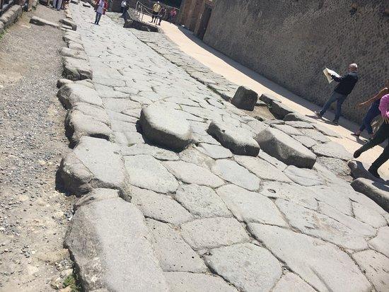 Pompeii Archaeological Park: statue