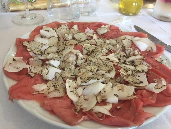 San Felice sul Panaro, Italia: carpaccio con funghi porcini e tartufo