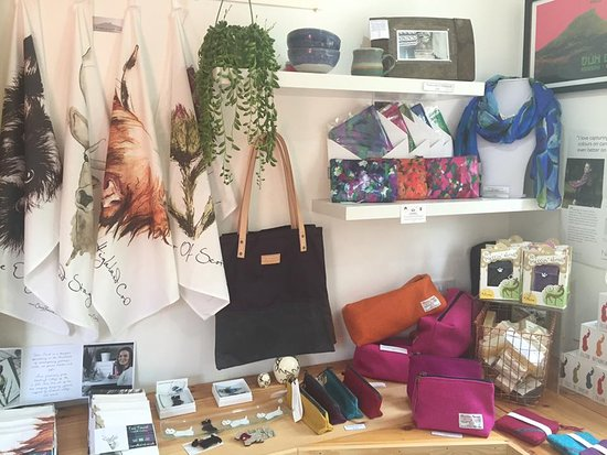 Isle of Raasay, UK: Lots of beautiful Scottish made gifts!