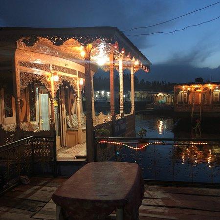 Houseboat Ambassador張圖片