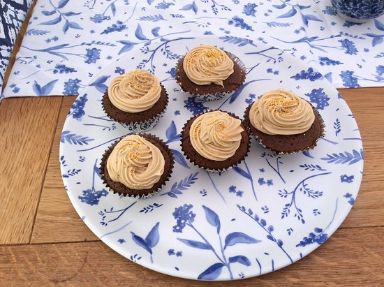 Casci's: Gingerbread cupcakes with cinnamon buttercream