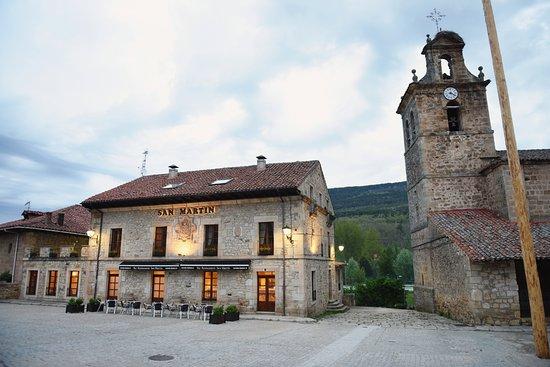 Molinos de Duero, España: Fachada principal del Hostal San Martín