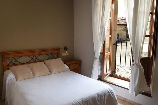 Molinos de Duero, España: Habitación doble con cama de matrimonio