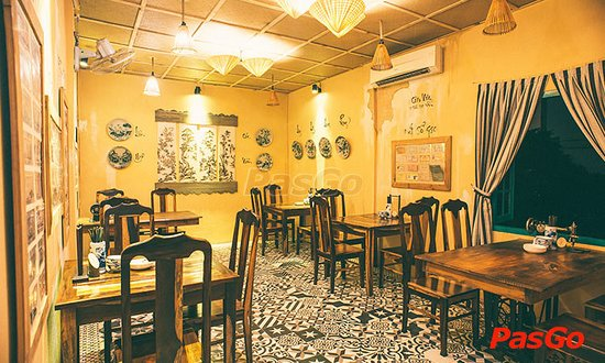 Com Xua Restaurant: Fist Floor