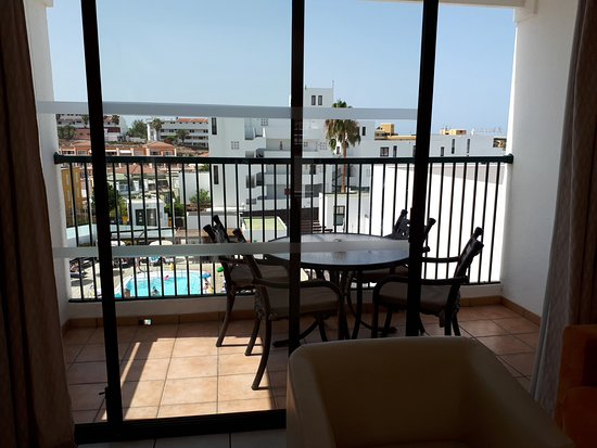 Sunset Bay Club by Diamond Resorts: Balcony and eating area