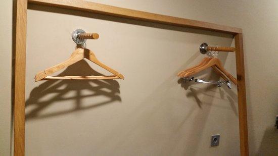 Bedrock Hotel Kuta Bali: Hangers