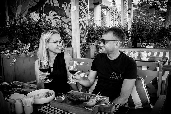 Restaurant Boho: В БОХО великолепные сочные стейки, хорошие выдержанные вина, романтичная обстановка с видом на м