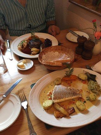 Stuckton, UK: Sea Bass and fillet steak