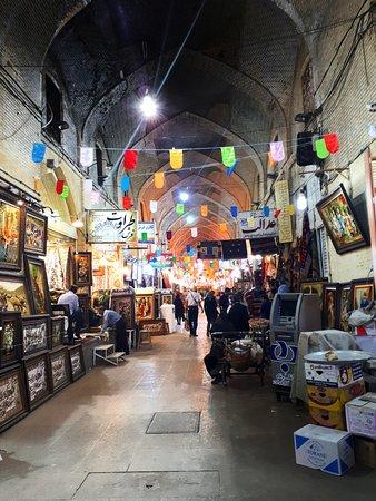 Vakil Bazaar: Базар