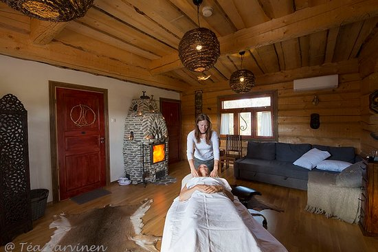 Kuppari-Hanna's Natural Health Spa: A silent massage-session after wood-heated sauna