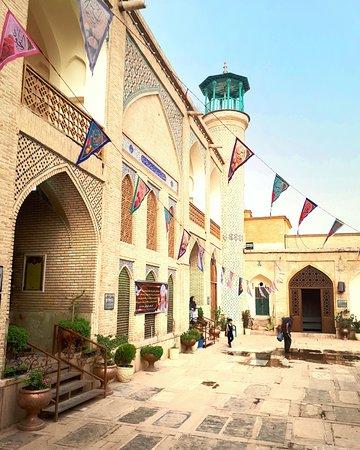 Shah-e-Cheragh Shrine : Внутренний двор