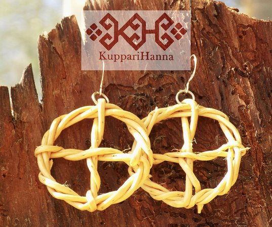 Kuppari-Hanna's Natural Health Spa: Solarcross-earrings made of roots.