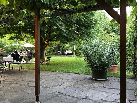 Blick Von Der Laube In Den Garten Picture Of Restaurant Rauchhof