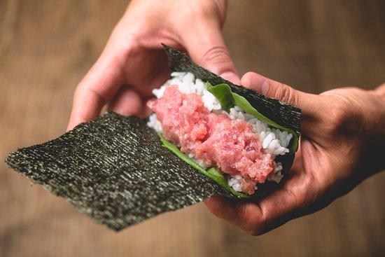 Gonpachi Nori-Temaki Harajuku: Fresh fish and warm rice wrapped in crispy seaweed.