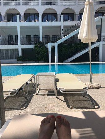 Skiathos Blu Hotel : Pool area, always loads of beds