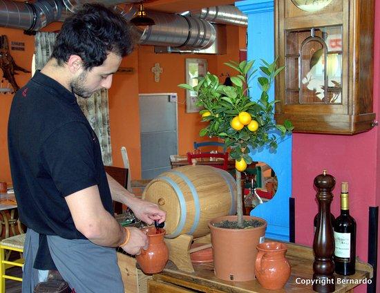 """Traun, Austria: Das Weinfässchen vom """"Guten""""..."""