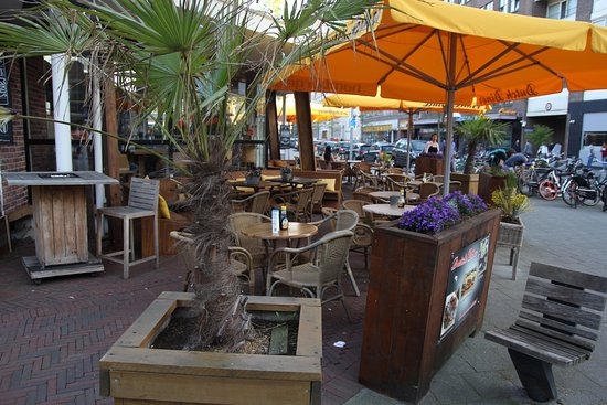 Dutch Diner: Outside