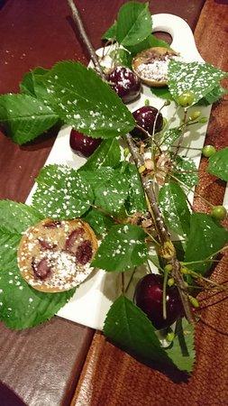 Restaurant Palegrie: cerises sur branche, tartelettes cerise
