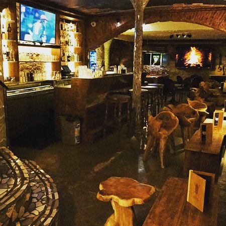 Las Cuevas de los Rajahs : Downstairs bar