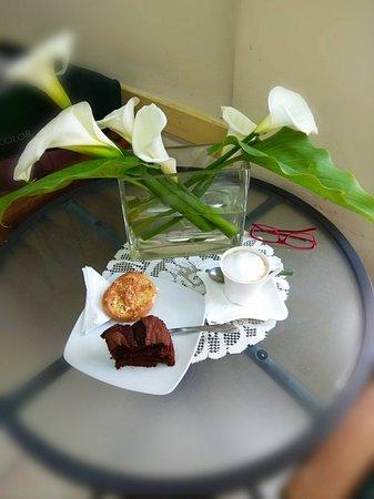 Cafe  Caretta: ENJOYING GOFFEE IN CAFE CARETTA2