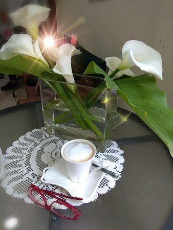 Cafe  Caretta: COFFEE AND FLOWERS