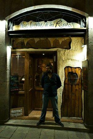 Las Cuevas de los Rajahs: Our friendly doorman