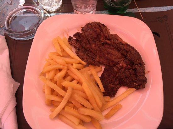 Le Stella Polaris : Ceci est vendu pour une entrecote frite sauce poivre noir!!!!!!!!!