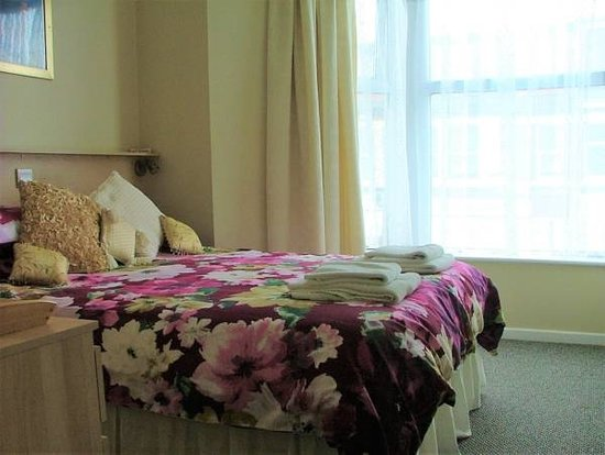 The Beverley Hotel: Room 4 with ensuite