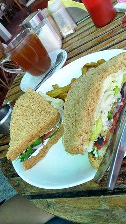 Cafe del Mar: Veggie sandwich...with avacado!!