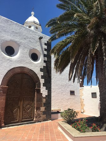 Teguise Market: Teguise church