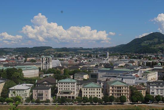 Salzburger Altstadt: смотровая площадка, куда можно подняться на лифте