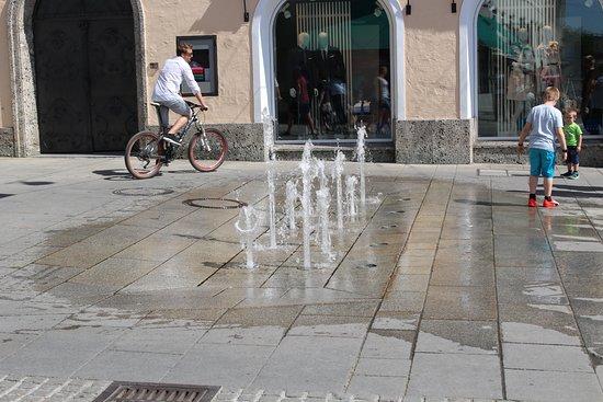 Salzburger Altstadt: фонтаны на улицах города