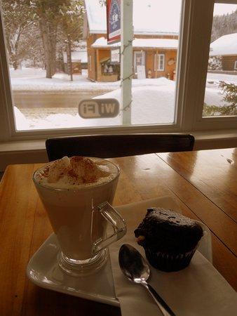 Saint-Come, Kanada: Chai latté et muffin maison un régal !
