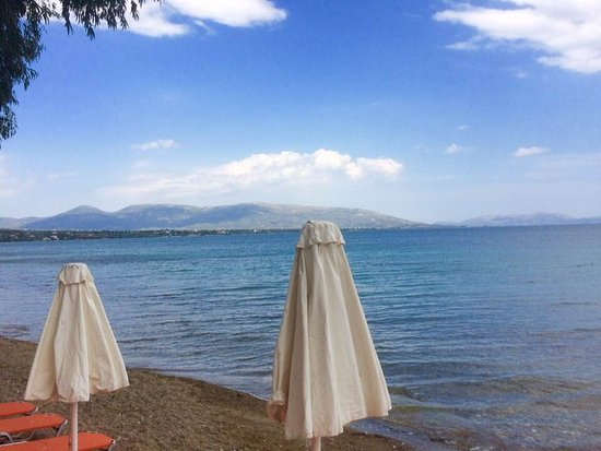 Avantis Suites Hotel: private beach