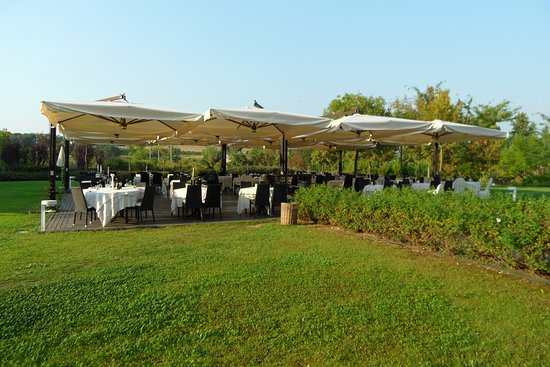 Ponti sul Mincio, Itália: Outdoor diningarea.