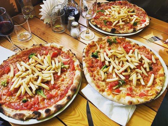 Bella Italia: Овощная пицца Сардения с картошкой фри!
