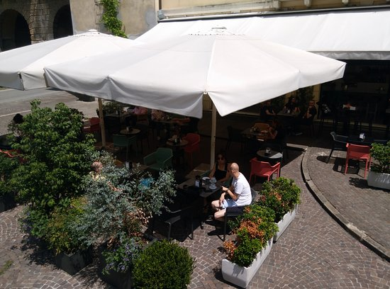 Bar Castello: our wide external area for enjoy fresh drinks during warm seasons