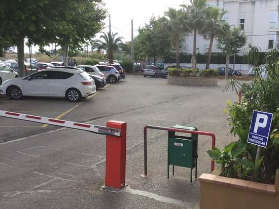 Hotel Roc Linda : Car park - at a charge -free for bicycles