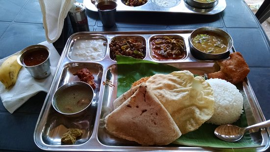 Green Restaurant and catering: Thali Meal - lots of food