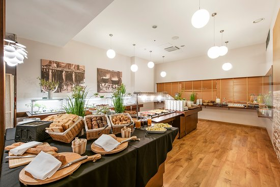 Klaipeda Restaurant & Gallery: Breakfast at KLAIPEDA restaurant and gallery (AMBERTON HOTEL KLAIPEDA, 1st floor)
