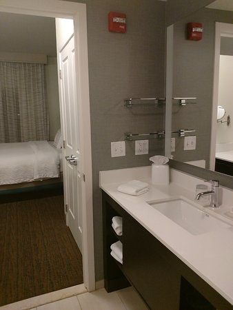 Residence Inn by Marriott Fishkill: Room 314 bathroom