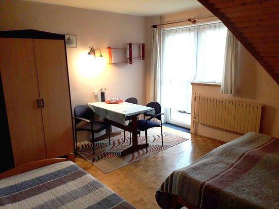 Villa Martin: Pokój trzyosobowy. Część wypoczynkowa. Balkon.