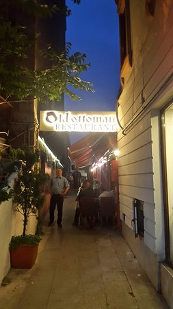 Old Ottoman Cafe & Restaurant: Вход в ресторан