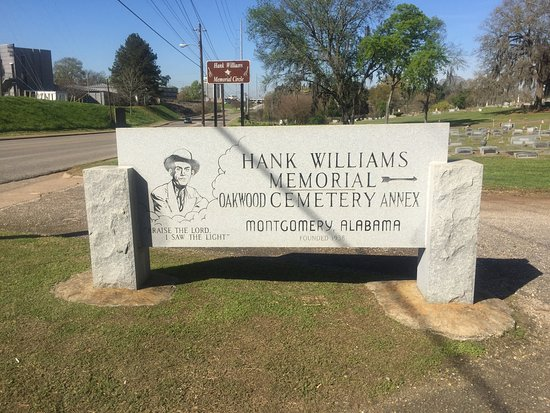 Hank Williams Memorial - Oakwood Annex Cemetery: Sign at entrance