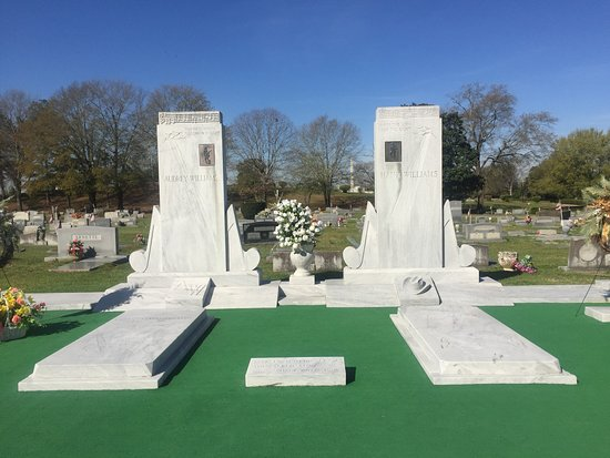 Hank Williams Memorial - Oakwood Annex Cemetery: Hank and his wife