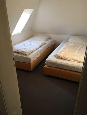 Hotel CityInn: Als Doppelzimmer gebucht. 4-Bett-Zimmer auf zwei Räume verteilt mit Bad. Eignet sich für Familie