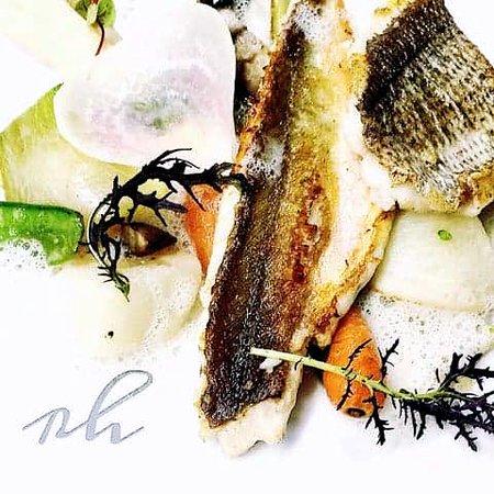 Restaurant Le Karo : Duo de grondin et dorade, crémeux de céleri confit et émulsion au lait d'amande.