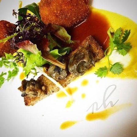 Restaurant Le Karo : Cromesquis de cochon, crémeux de maïs, à l'ail des ours, escargots bio de Vendée.